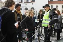 Kolo je také dopravní prostředek. Po generelu cyklistické dopravy se jezdit nedá. Pod zástavou těchto hesel se v úterý ráno sešla asi dvacítka cyklistů před brněnským magistrátem.