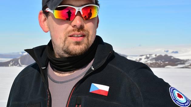 Tým vědců z Masarykovy univerzity vyrazil na výzkumnou výpravu na Mendelovu polární stanici na ostrově Jamese Rosse.
