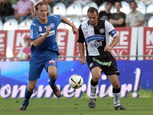 V RAKOUSKU. Za Wiener Neustadt v rakouské nejvyšší soutěži odehrál obránce Pavel Košťál (vlevo) šedesát utkání. Potom přestoupil do německé Hansy Rostock, kde jich stihl jen deset.