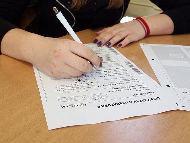 Poslanci schválili jednotné přijímací zkoušky na střední školy