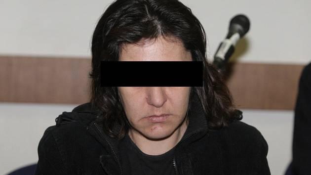 Žena, obžalovaná z vraždy vlastního čtyřměsíčního dítěte, stráví ve vězení šestnáct let.