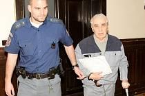 Jaroslav Škodák u soudu.