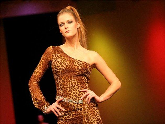 Modely španělského návrháře Manola Odriozola jsou inspirovány Afrikou.