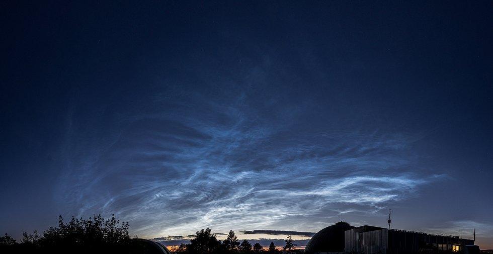 V neděli večer nad Brnem zazářila výjimečně jasná takzvaná noční svítící oblaka.