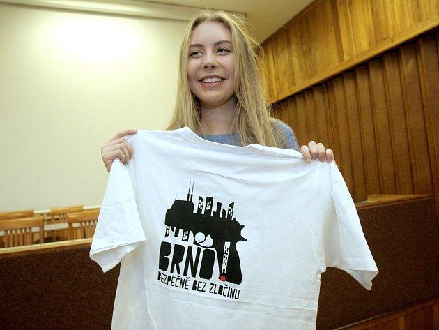 Osmnáctiletá studentka třetího ročníku brněnské Střední školy umělecko-manažerské Ida Ralevská se minulý pátek prosadila v konkurenci více než třiceti dalších mladých umělců.
