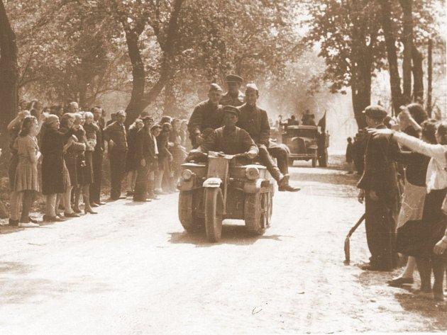 Příjezd Rudé armády do Blanska roku 1945.