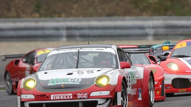 Masarykův okruh viděl nejrychlejší vozy sezony v sedmém podniku seriálu FIA Grand Tourismo.