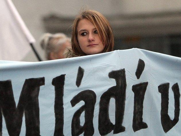 Stovky nenonacistů v sobotu zapnily centrum Brna.