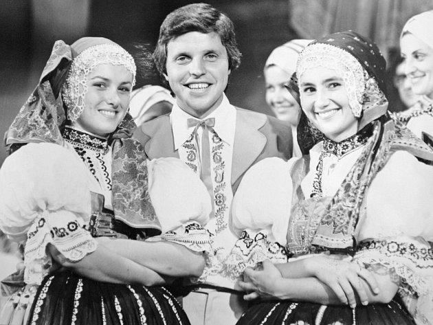 Jiří Helán. Stále zpívá, moderuje hudební pořad v rozhlase, sportuje, chystá nové cédéčko.