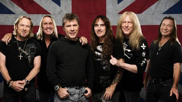 Adrian Smith, Nicko McBrain, Bruce Dickinson, Steve Harris, Janick Gers a Dave Murray (zleva).