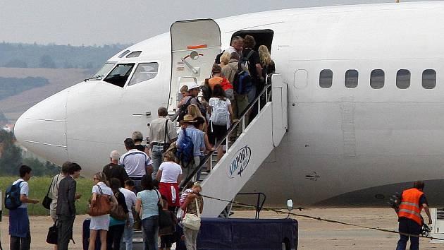 Stovky cestujících uvízly na brněnském letišti v Tuřanech.