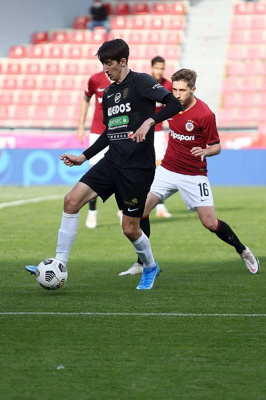 Fotbalista Lukáš Endl (v černém) si zahrál i proti pražské Spartě.