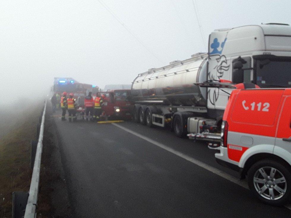 Nehoda v úterý dopoledne zablokovala dálnici.