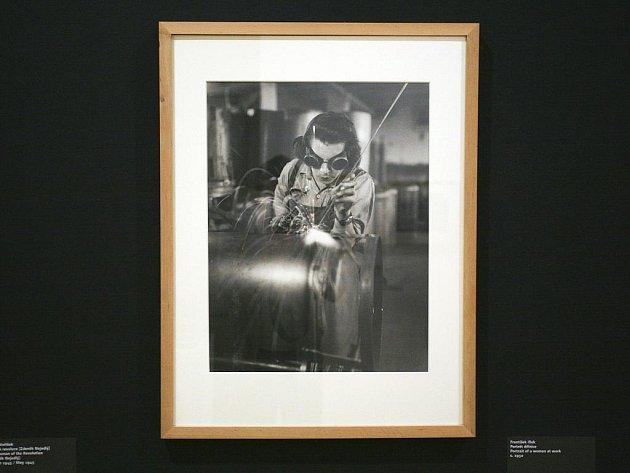 Výstava Moravské galerie v Brně představuje fotografie první poloviny 20. století.