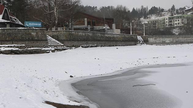 Brněnská přehrada je na polovině kapacity kvůli výjimečně suchému loňskému roku, který byl druhý nejsušší po extrémním roce 2003.