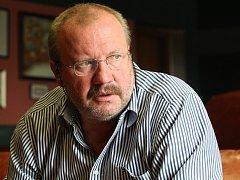 Už přes dvacet let působí Stanislav Moša v Městském divadle Brno. Na přelomu roku jej čeká obhajoba ředitelského postu. Momentálně se však mimo jiné soustředí na kampaň za změnu financování regionálních divadel.