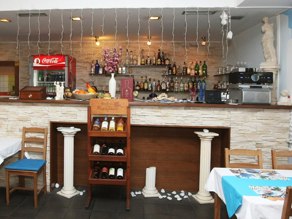 Samé jedničky udělil šéfkuchař při hodnocení Greek Restaurantu Taverna na pomyslném vysvědčení. Nejvíc byl spokojený s jídlem.