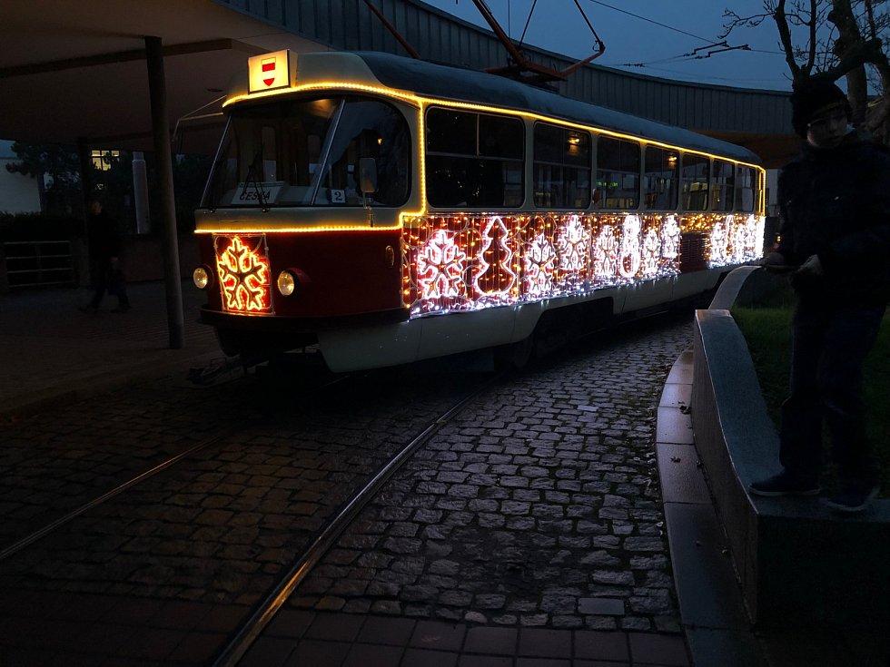 Vánoční tramvaj v Brně.