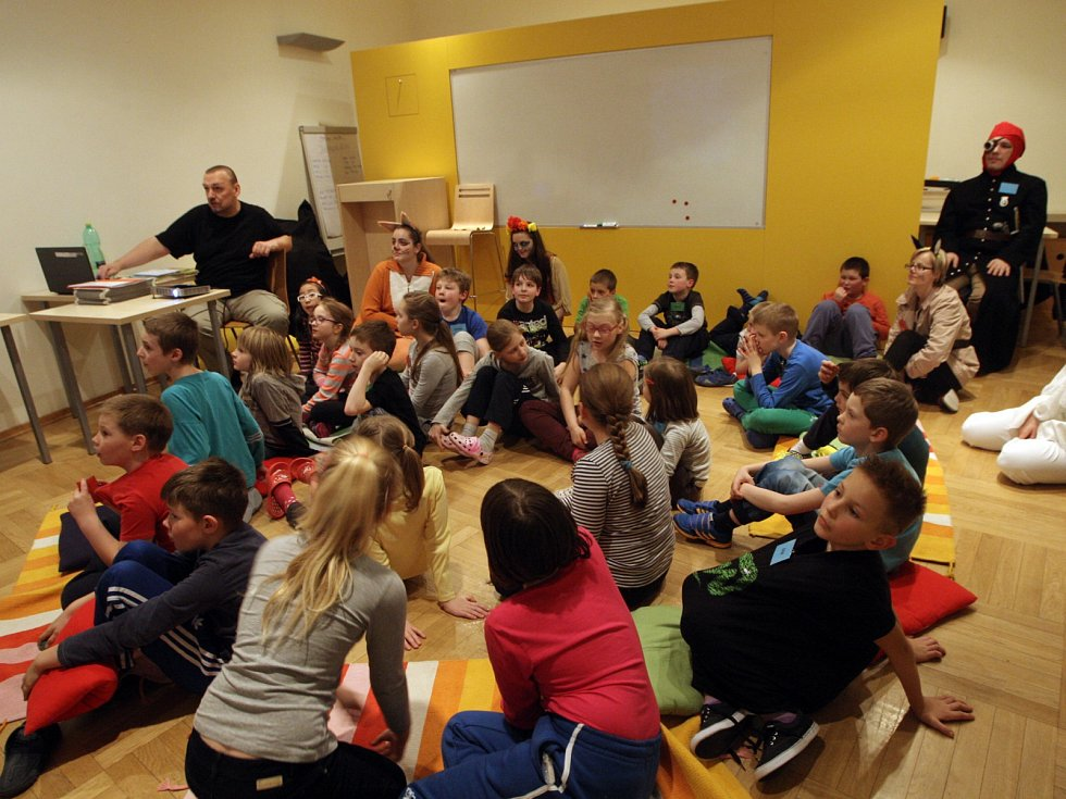 V knihovně Jiřího Mahena v Brně ulehlo v noci na sobotu pětadvacet dětí do spacáků. Účastnily se totiž akce Noc s Andersenem.