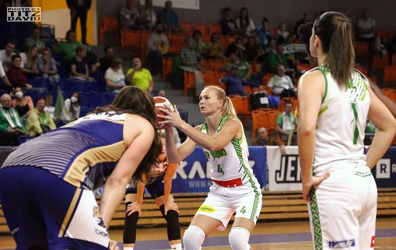 Basketbalistky KP Brno (Michaeila Stejskalová) mají v této ligové sezoně po třech zápasech stoprocentní bilanci. Foto: David Titz