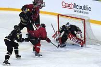 Evropská univerzitní hokejová liga v DRFG Aréně mezi HC Masaryk University (černá) a Gladiators Trenčín (červená)