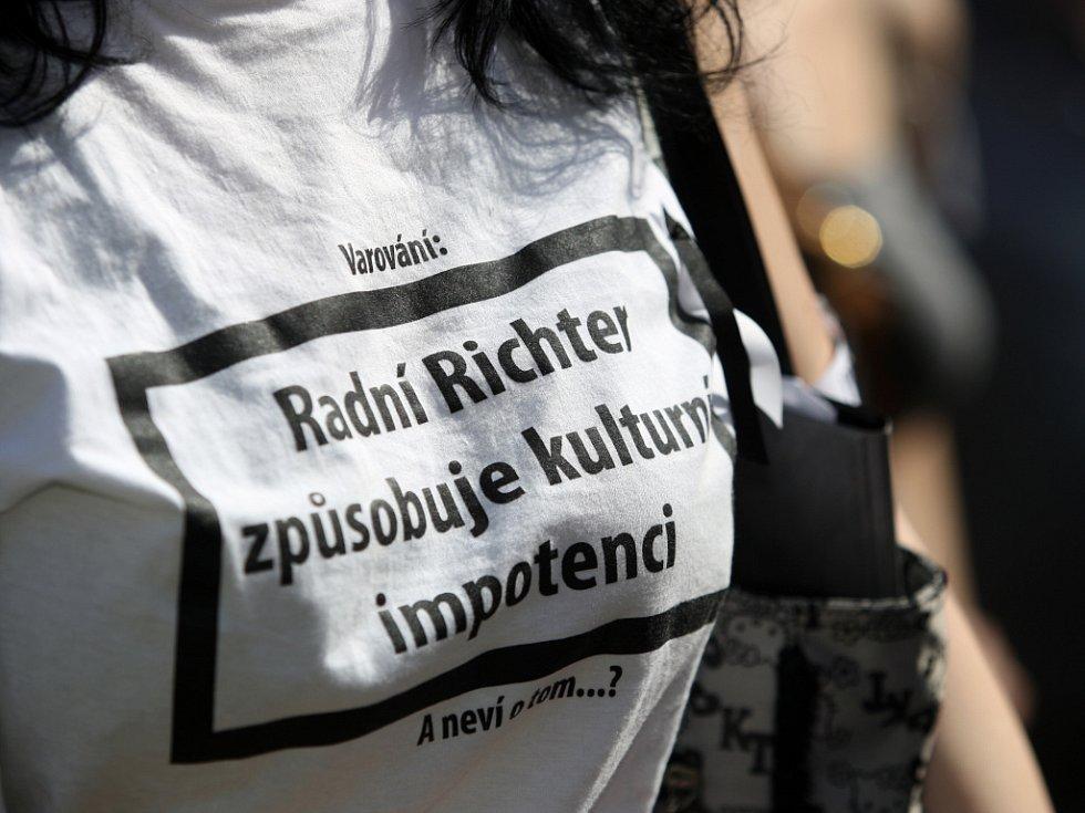 Týden neklidu - Solidární protest na podporu pražských divadelníků.