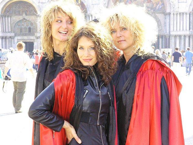 Divadlo MALÉhRY tvoří trio hereček Nikola Zbytovská, Barbora Seidlová a Daniela Zbytovská (na snímku vlevo).