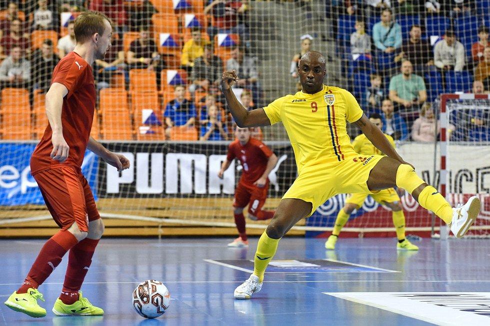 Brno 3.2.2020 - kvalifikační turnaj na futsalové MS 2020 - ČR (červená) Rumunsko Carlos-Henrique Ribeiro (žlutá)