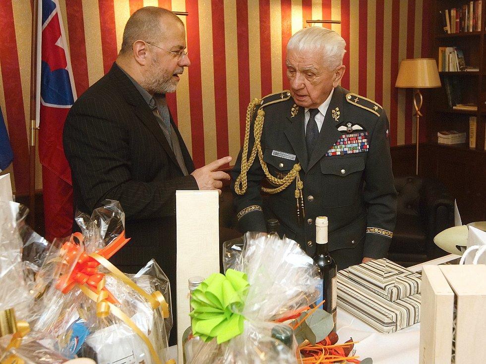 Bývalý letec Emil Boček oslavil čtyřiadevadesáté narozeniny. Při příležitosti jeho narozenin vystavili organizátoři také historické fotografie nazvané RAF (britské královské letectvo): místo narození Brno a představili stejnojmennou knihu.