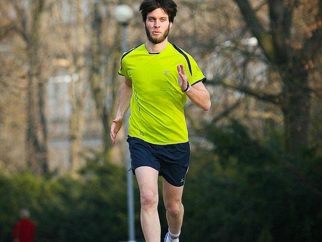 Sportovní redaktor Brněnského deníku Rovnost Jaroslav Kára se připravuje na Pražský mezinárodní maraton.