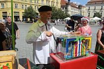 Asi dvacet lidí s flašinety se zúčastnilo devátého Mezinárodního setkání flašinetů v Brně. Flašinety staré i sto let přivezli lidé nejen z Česka, ale i Německa, Francie či Itálie.