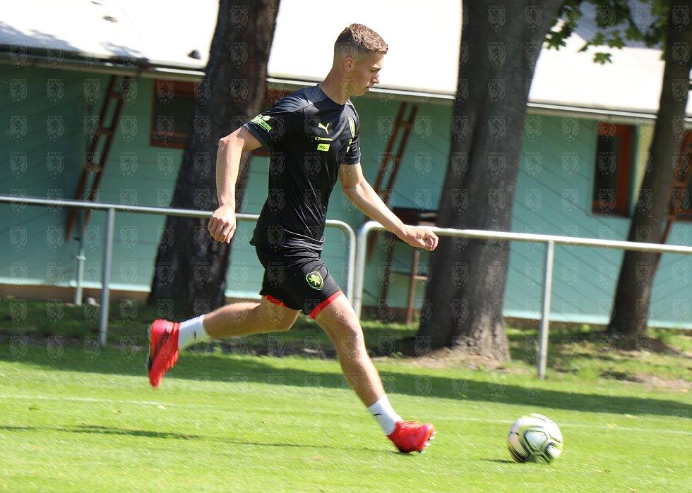 Brněnští fotbalisté Ondřej Pachlopník a Daniel Fila na přípravném kempu české reprezentace do 21 let v Hluboké nad Vltavou.