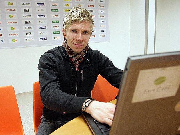 Brankář Komety Brno Sasu Hovi odpovídá on-line.