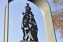 Cestu lidí z brněnských Tuřan do Slatiny stráží Madona s dítětem.