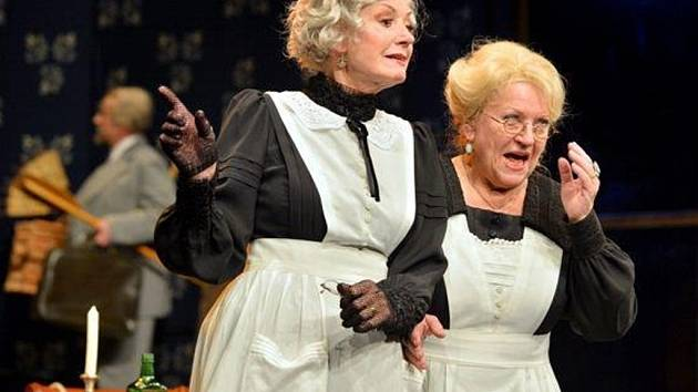 V hlavních rolích navenek neškodných tetiček se představí Zdena Herfortová a Jana Gazdíková.
