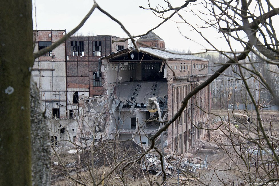 V těchto dnech padla další část tepelné elektrárny v Oslavanech.