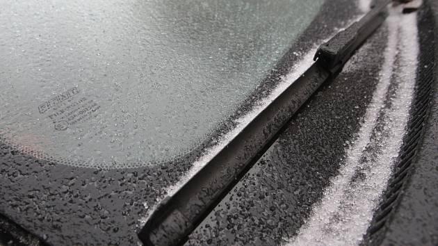 Namrzlé silnice v brněnské dopravě.