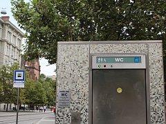 Veřejné WC v Brně.