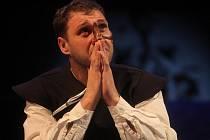 Do role Cyrana dozrál Petr Halberstadt.