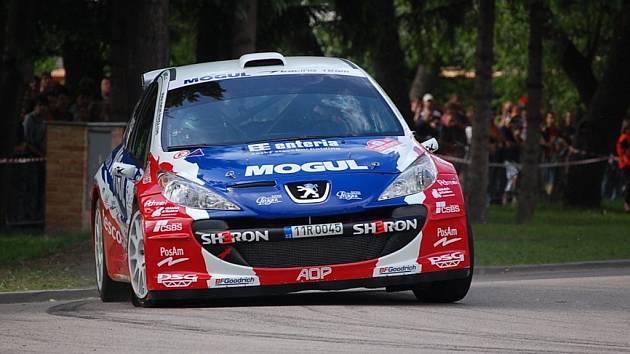 Roman Kresta je s novým Peugeotem 207 S2000 největším favoritem Hustopečské rallye.