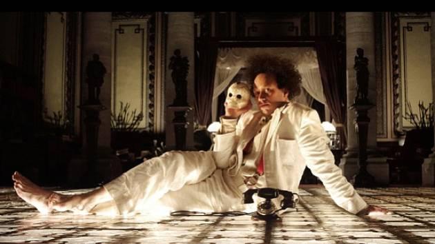 Ejzenštejn v Guanajuatu. Vizuální opulentní dílo o zakázané lásce a umělecké svobodě natočil režisér Peter Greenaway.