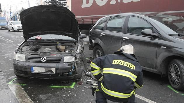 Nehoda ve Svatoplukově ulici zablokovala dopravu.