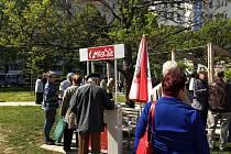 Na prvního máje se v Brně sešli příznivci Komunistické strany Čech a Moravy. Svátek práce oslavili ve vnitrobloku mezi ulicemi Křídlovická a Poříčí.