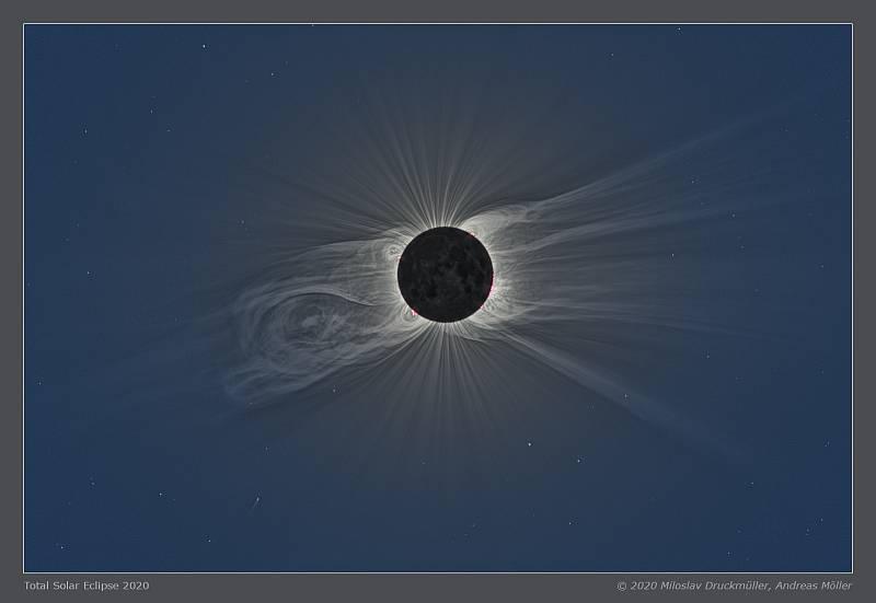 Fotografie úplného zatmění Slunce od Miloslava Druckmüllera a Andrease Möllera se stala astronomickým snímkem dne NASA.