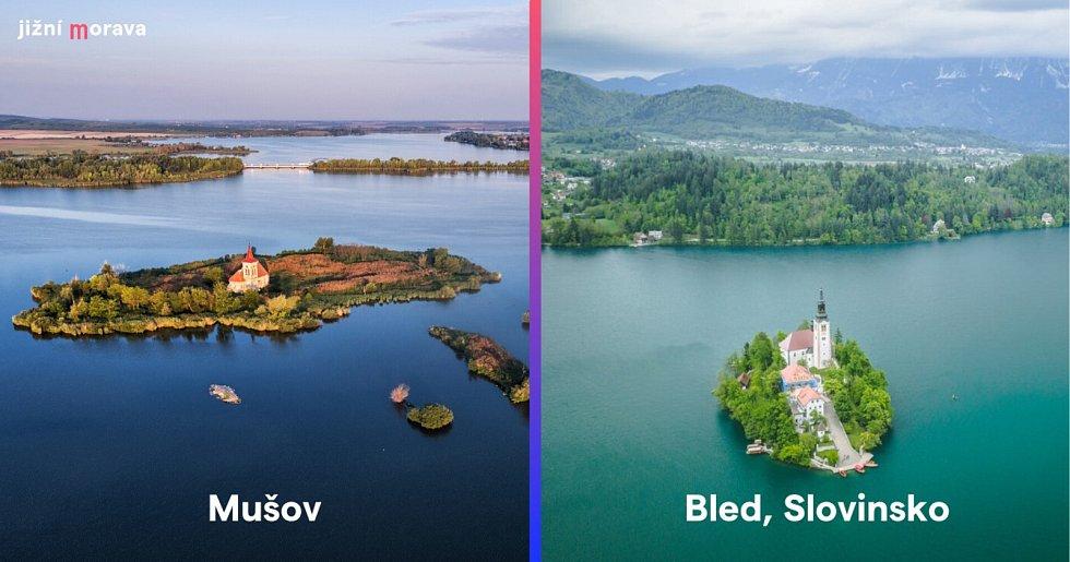 Mušovský kostel na ostrově uprostřed střední novomlýnské nádrže a kostel Nanebevzetí Panny Marie na ostrově uprostřed jezera Bled ve Slovinsku.