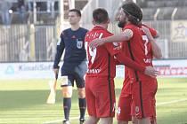 Na nově zastřešené západní tribuně stadionu v Srbské ulici si brněnští diváci vychutnali nejen lepší pohodlí, ale také vítězství domácí Zbrojovky 2:0 nad regionálním rivalem ze Zlína ve dvacátém kole první fotbalové ligy.