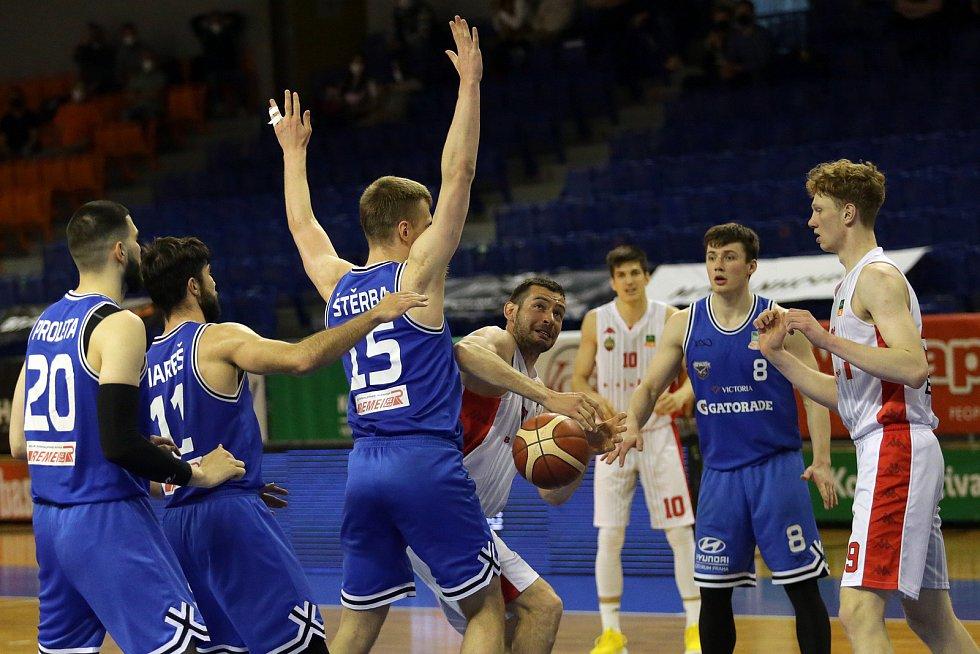 Basketbalový zápas muži USK Praha vs. Basket Brno