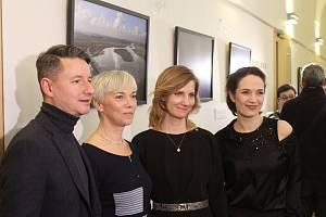 V prostorách brněnského divadla Reduta vystavují fotografie herečky Terezy Kostkové pro SOS dětské vesničky. Vernisáž výstavy zahájila v pondělí vpodvečer přímo herečka.