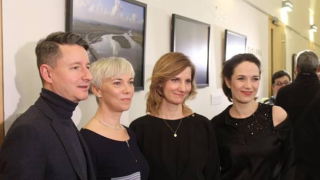 Herečka Kostková v brněnské Redutě zviditelňuje SOS dětské vesničky