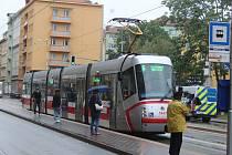 Brněnský dopravní podnik utrpěl v uplynulých dvou měsících kvůli pandemii koronaviru ztrátu 76 milionů korun. Teď chce nalákat cestující zpět do tramvají, autobusů a trolejbusů.